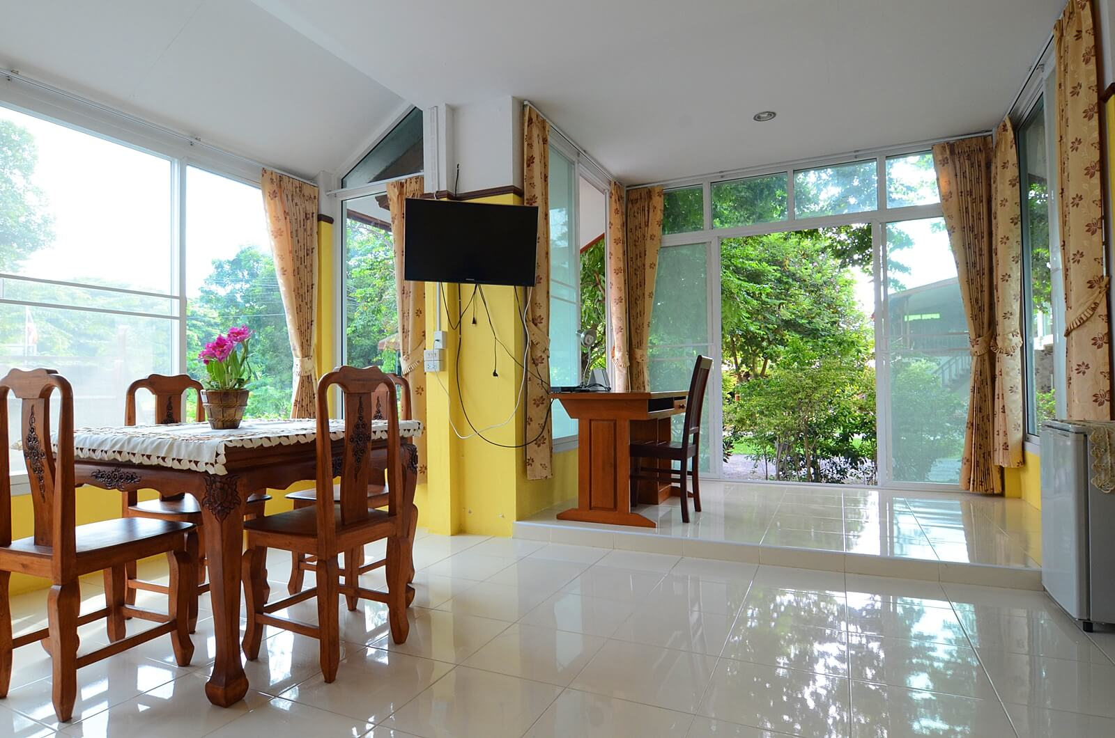 volunteer in thailand private rooms 0 p/week