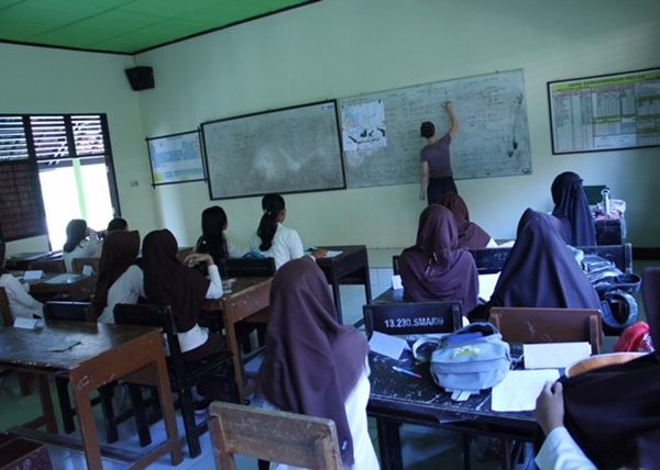rita teaching in lombok classroom