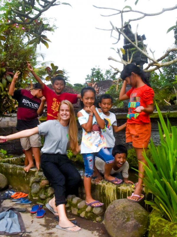 primary school students with bali volunteer teacher
