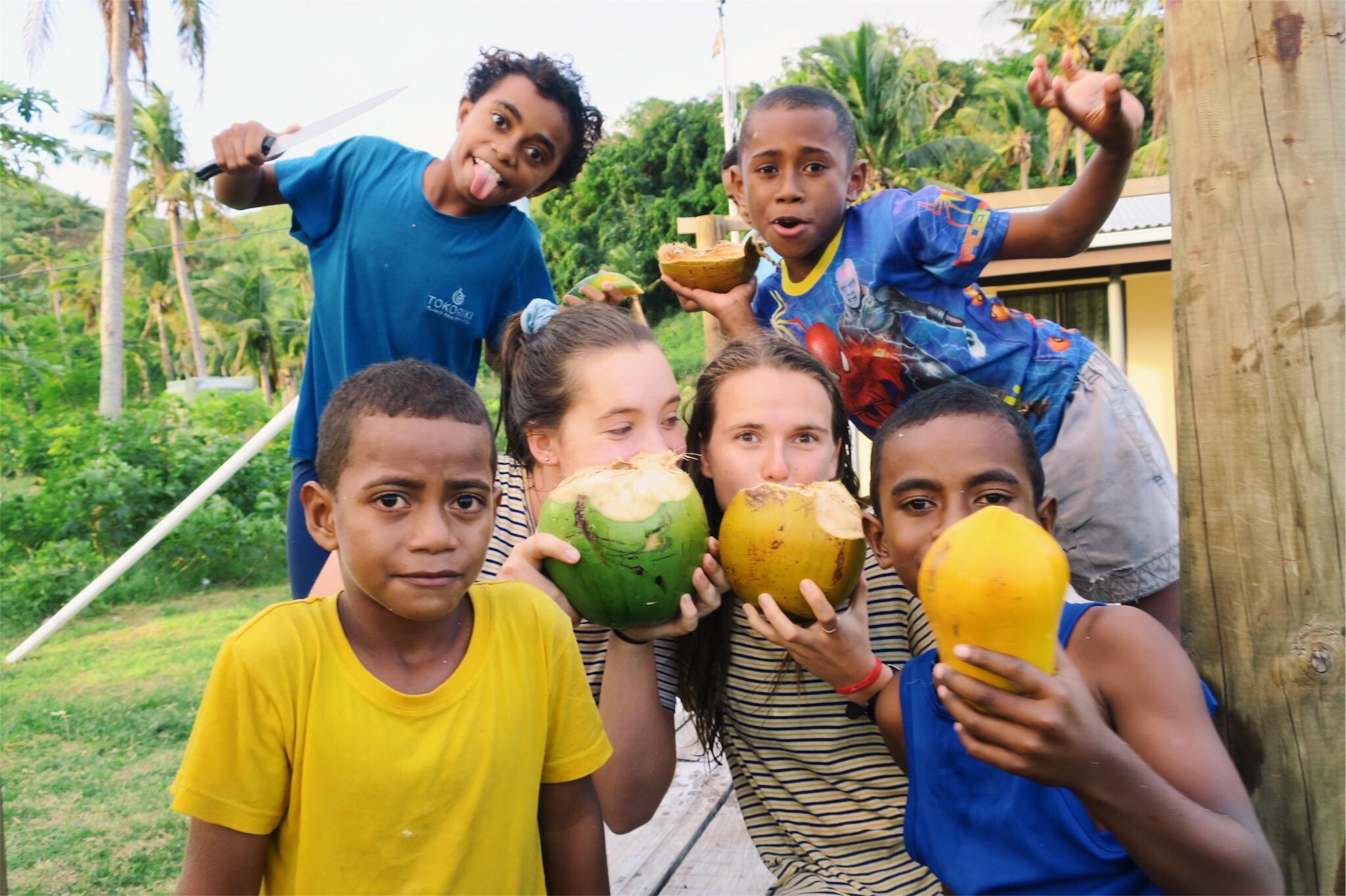 island fiji volunteer teaching program look at those papayas - Volunteering for Teens in Groups