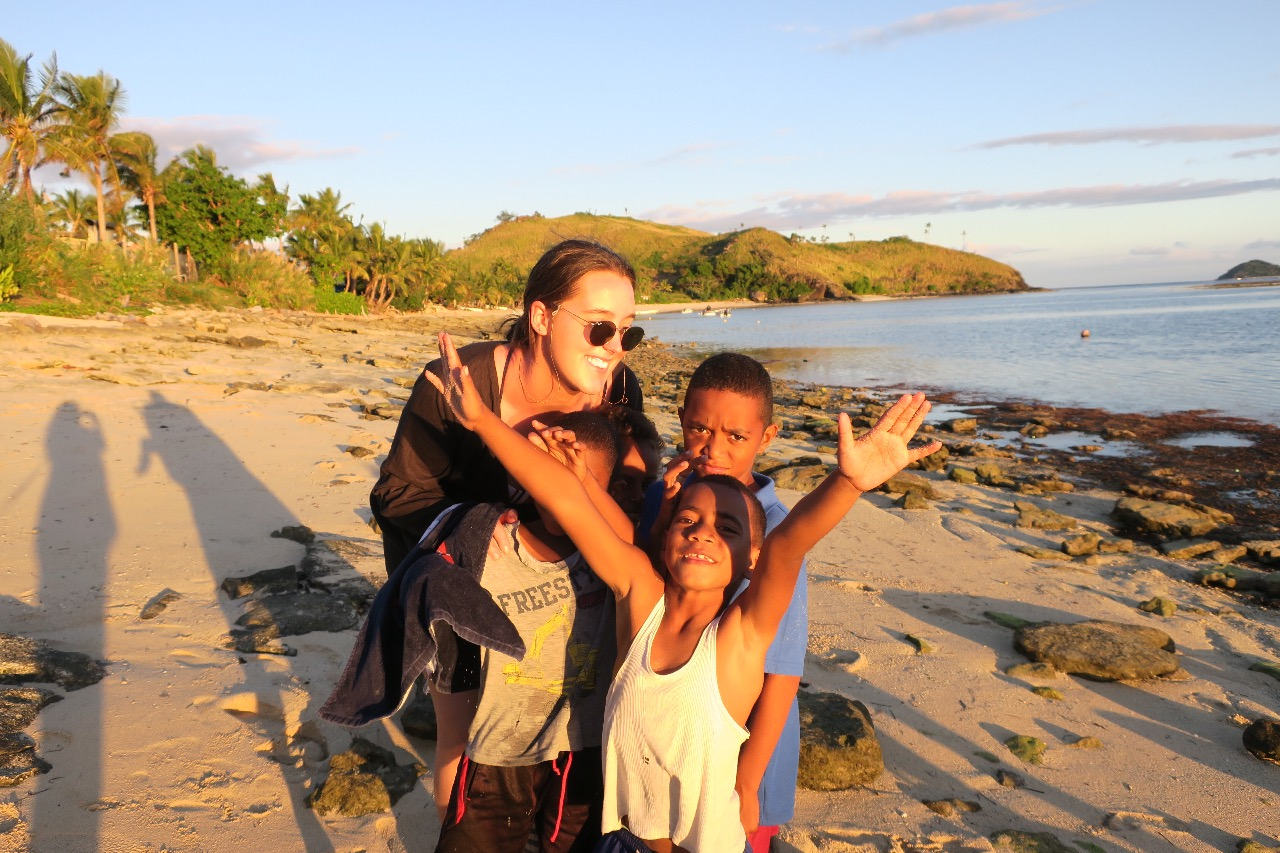 island volunteer fiji with ivi