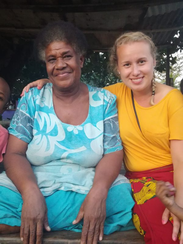 volunteer on island in fiji helping families