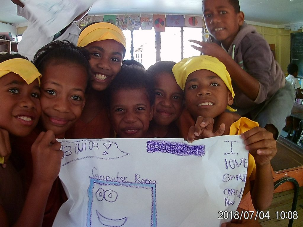 children doing art work 1 1024x768 - Island Teaching in Fiji Feedback