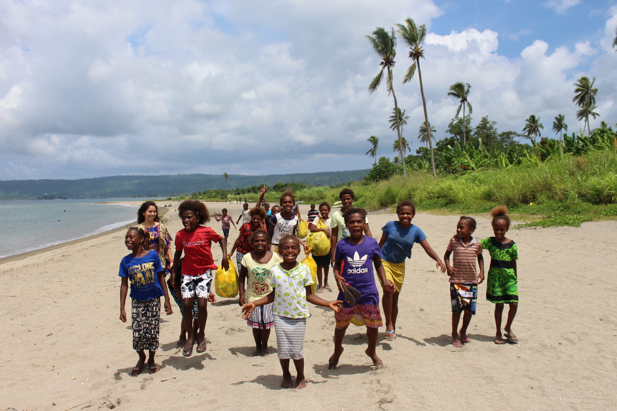 come volunteer in vanuatu and enjoy this beach with kids
