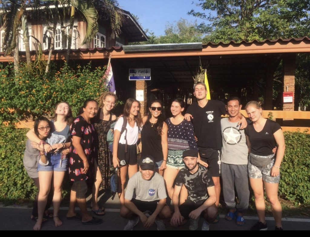 thai placement group ivi volunteers 1024x784 - English Teaching Thailand