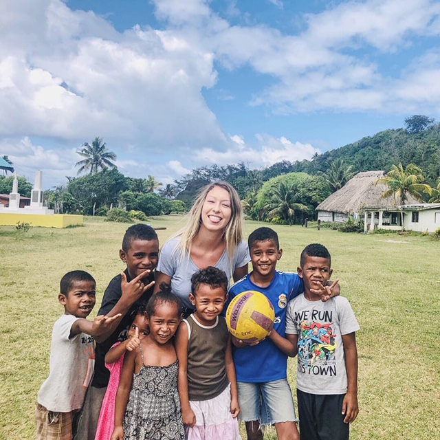 fiji volunteering sports and english teaching program with IVI