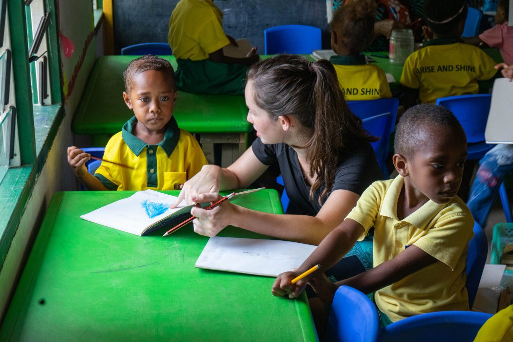 volunteer ivi in helping slow learners 1024x683 - Vanuatu Review