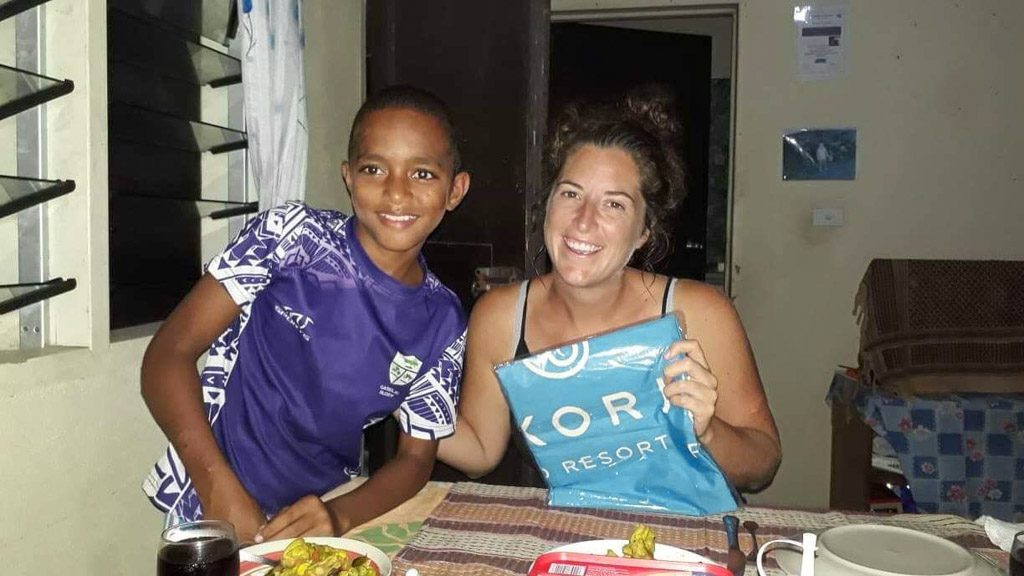 voluntter with child in Fiji