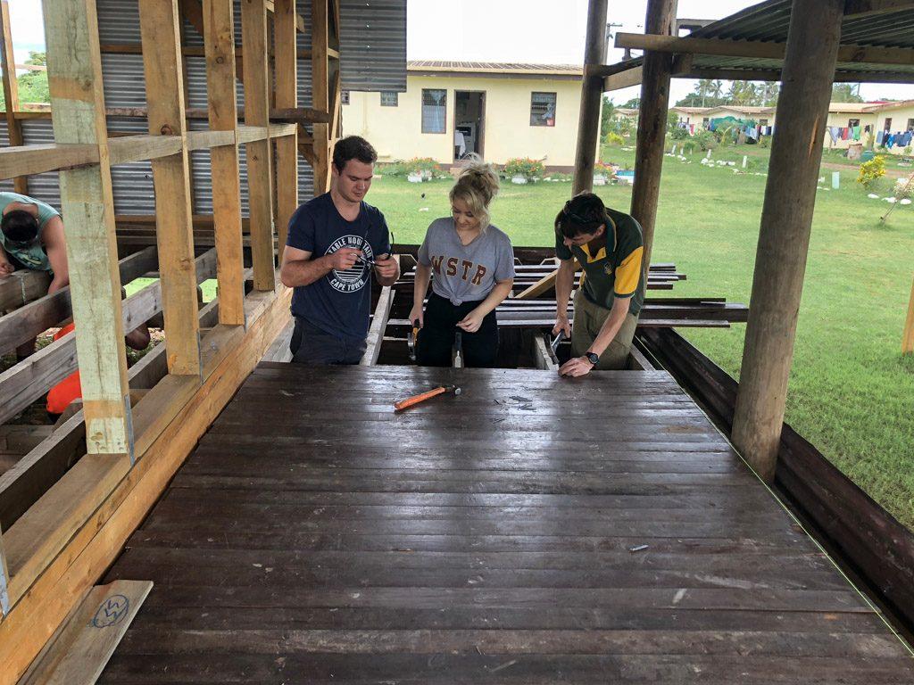 IVI volunteer at Fiji remote building project volunteers