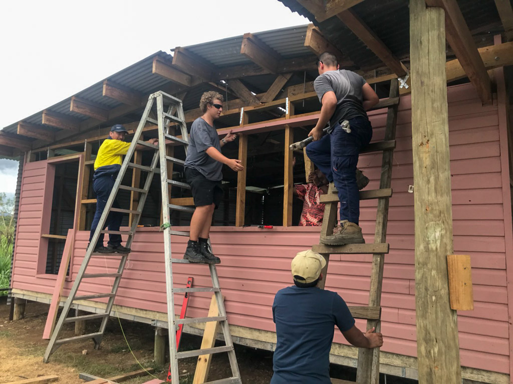 IVI volunteer at Fiji remote building project