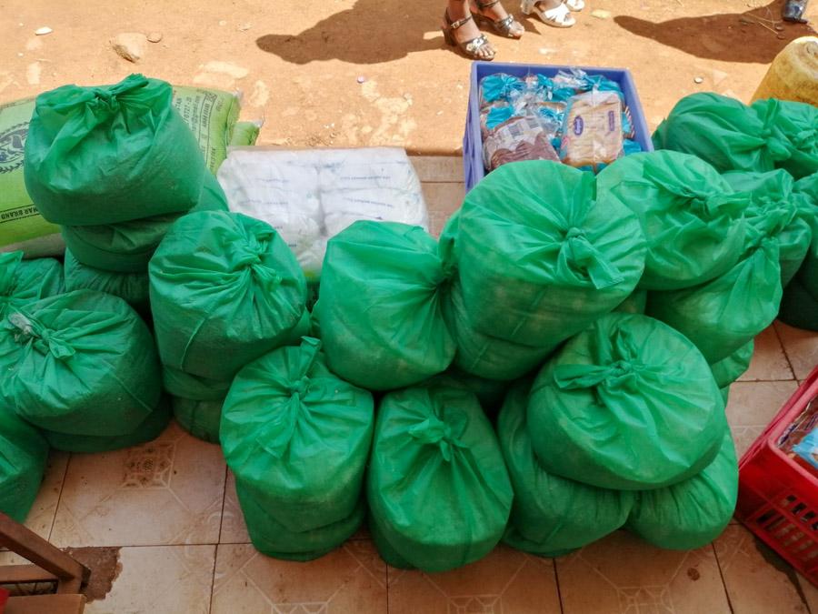 IVI volunteer donating to Kenya project-2