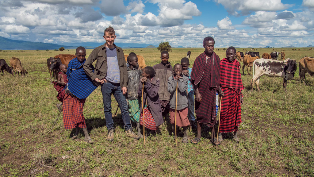 Group photo with Maasai people (3)-2