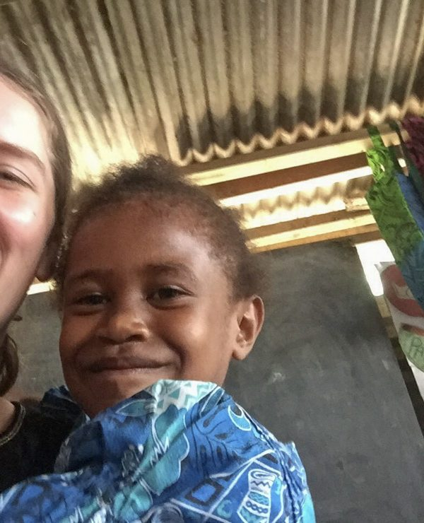 child in vanuatu with ivi volunteer
