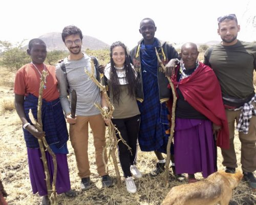 Group photo of with the Maasai people and ivi volunteers