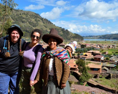 Cusco volunteers through IVI in Peru