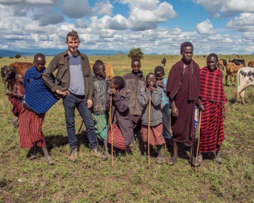Group photo with Maasai people (3)-2