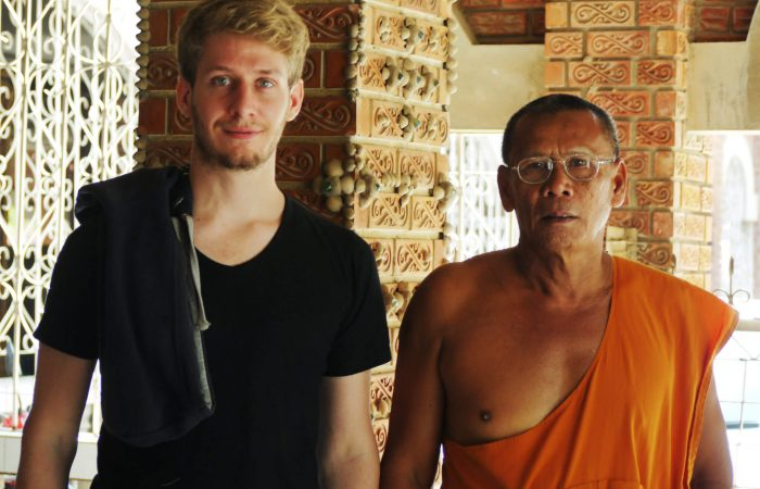 staying with buddhist monks thailand