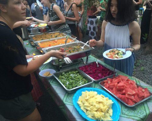 volunteers receive 3 meal per day in bali
