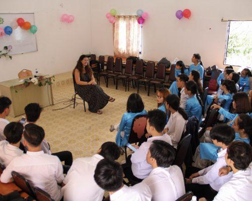 _Participant giving class