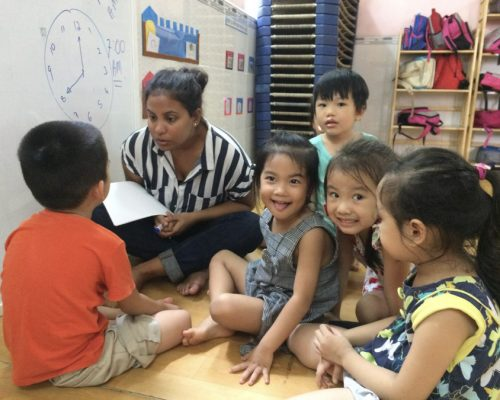 Participants teaching vocabulary to kids (1)-Ho Chi Minh