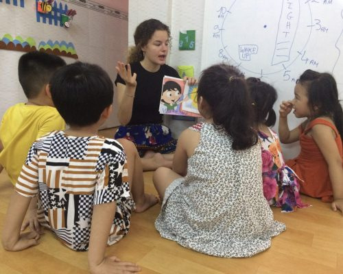 Participants teaching vocabulary to kids (2)-Ho Chi Minh