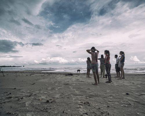 volunteers on beach in Philippines