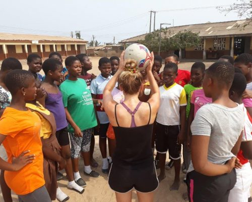 Sports coaching in Ghana with IVI volunteers
