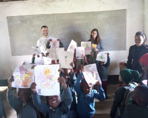 The kids showing their drawings