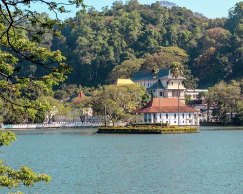blue lake Sri Lanka