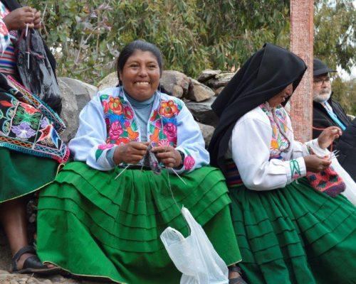 Peruvian woman knitting in Cuzco