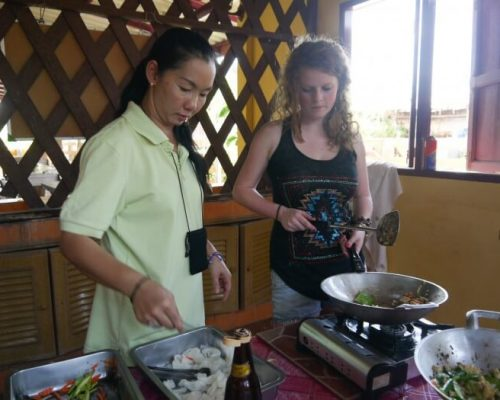 Thai cooking classes for the volunteers