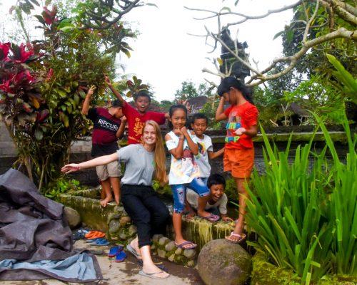 primary school students with bali volunteer teacher
