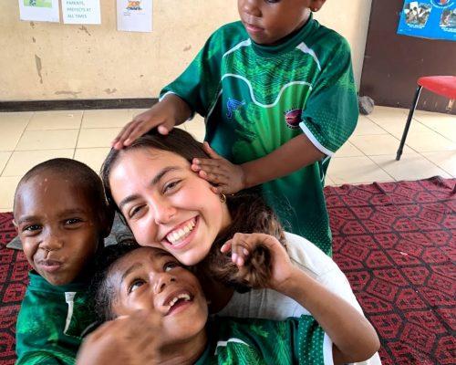 steph volunteering with children in fiji