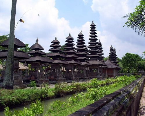 volunteer in bali and see amazing temples in