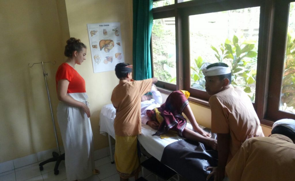 IVI volunteers teaching about healthcare