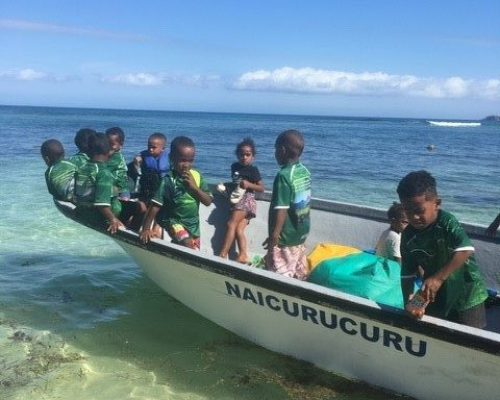 volunteer teaching Fiji with IVI
